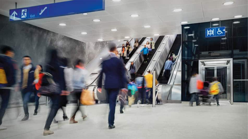 img_people-flow-metro-escalator-951x535